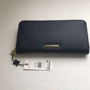BCBG GENERATION ALLISON MEDIUM BLUE WALLET